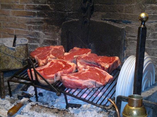 Scarperia e San Piero, Italien: sembra brontosauro ma è un burro!