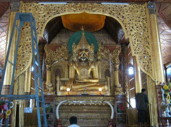 Wat Pha Jao Lung: The main Buddha image