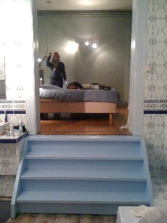 badkamer en suite - Picture of AAAWA Bed and Breakfast, Antwerp ...
