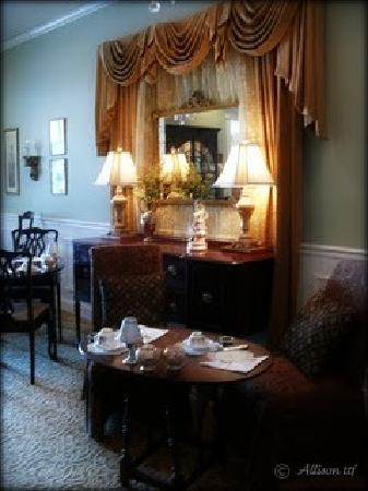 British Bell Tea Room: the glow