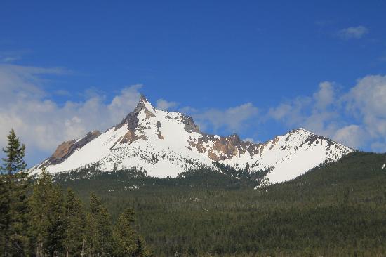 Diamond Lake: Mount Thielsen