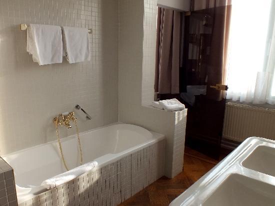 Hotel Amfora: Bathroom