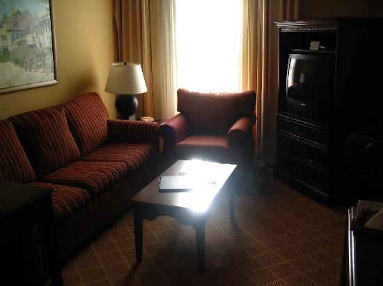 Residence Inn Charleston Downtown/Riverview: Good Space For Summarizing Your Day With Friends!
