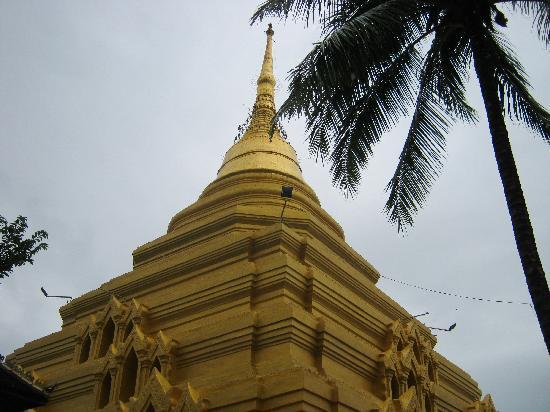 Kengtung, Birmania: Upward shot of the spire