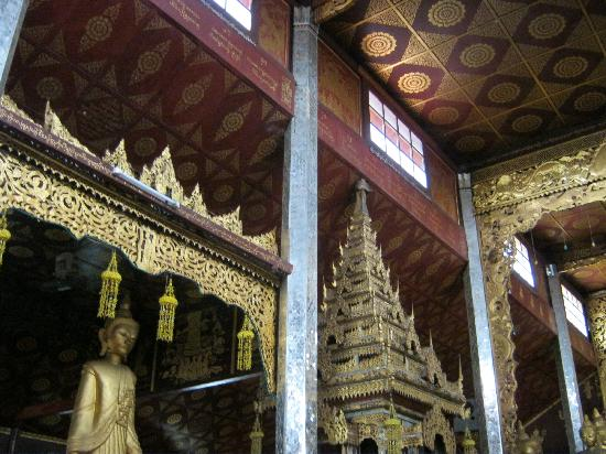 Wat Zom Kham: A small pagoda built inside the monastery