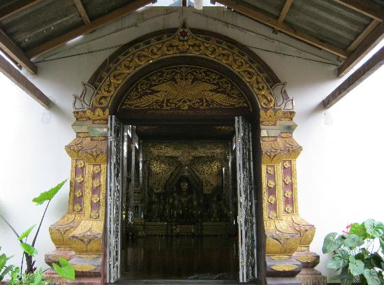 Wat Zom Kham: The main entrance into the monastery