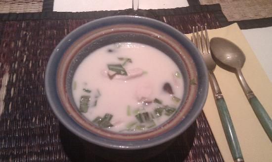 A-Nam II: Zuppa al latte di cocco e pollo..
