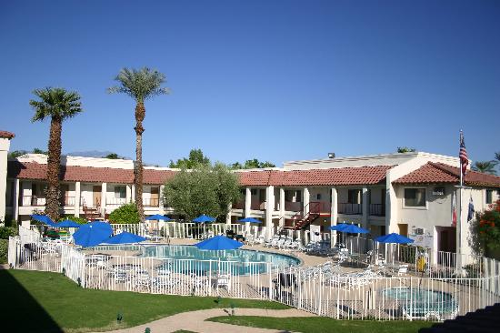 Sands of Indian Wells: view of pool