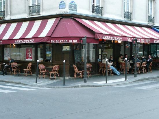 Outdoor seating at La Poule au Pot