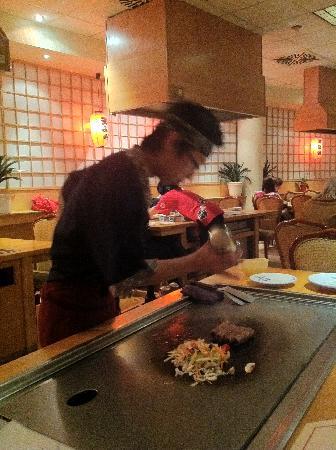 Sakura Japanisches Restaurant: preparing the barbecue