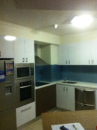 181 The Esplanade : Kitchen