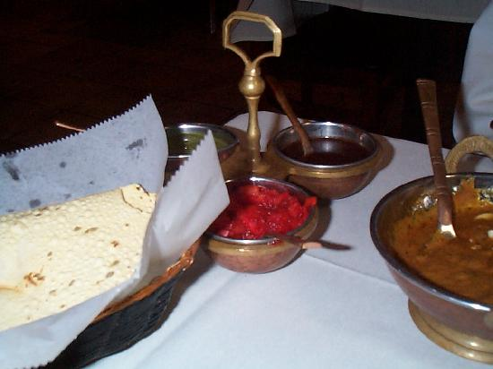 Spice Kitchen: complimentary dipping set with 3 tasty sauces