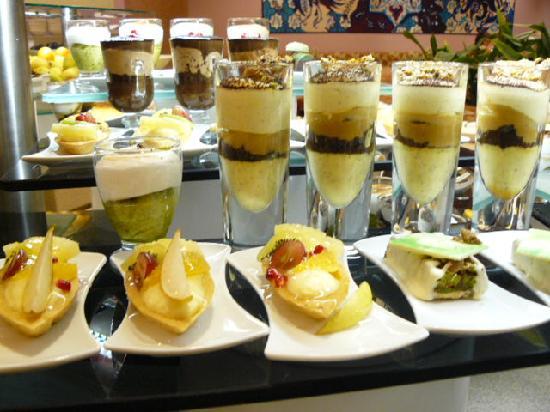 Gloria Verde Resort: Small selection of dessert options