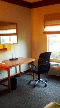 La Quinta Inn & Suites Durham Research Triangle Pk: Desk