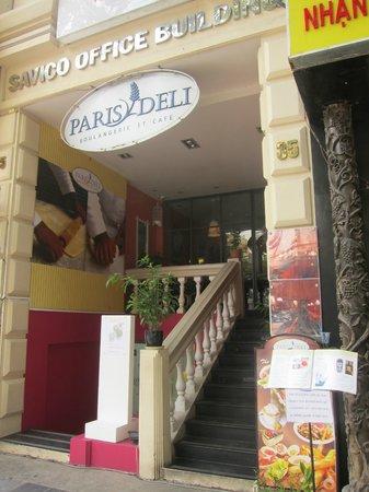 Paris Deli: outside