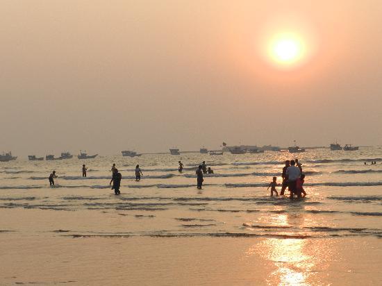 Pali Beach Resort: The beach at Gorai