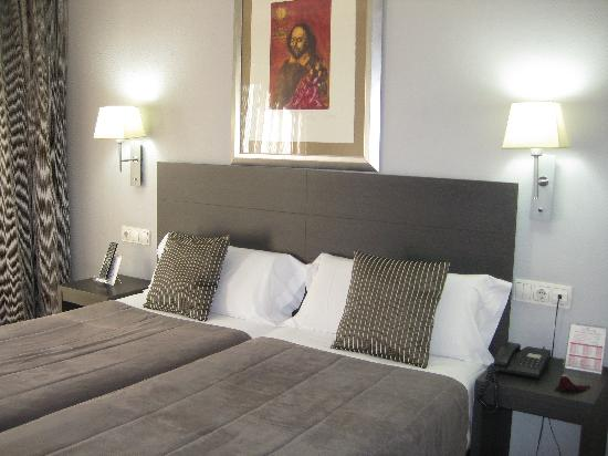 Mercure Madrid Centro: the beds (room 507)