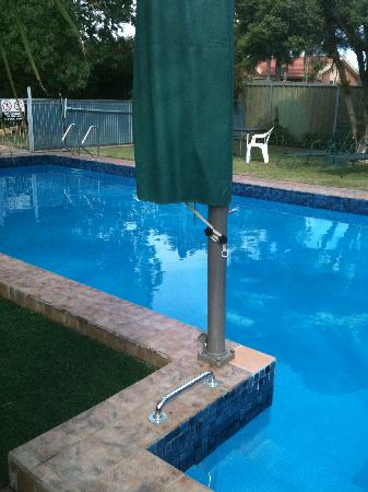 Orana Motor Inn : spotless   clean pool  an dthey  supply towels  fo r  swimming