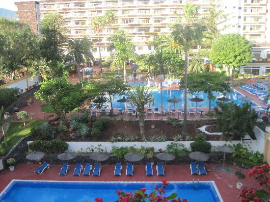 Hotasa Puerto Resort Bonanza Palace : Pool area - viewed from the Canarife