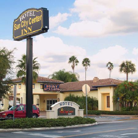 Sun City Center Inn: Hotel Exterior