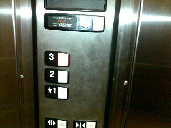 Microtel Inn & Suites by Wyndham Columbia/At Fort Jackson : Marred Elevator (Inside)