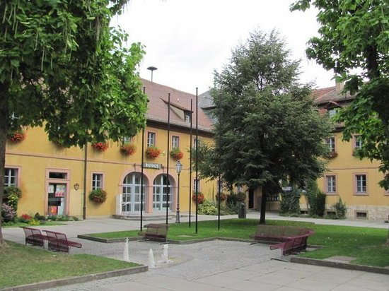 Kavaliersbau (Townhall): 7