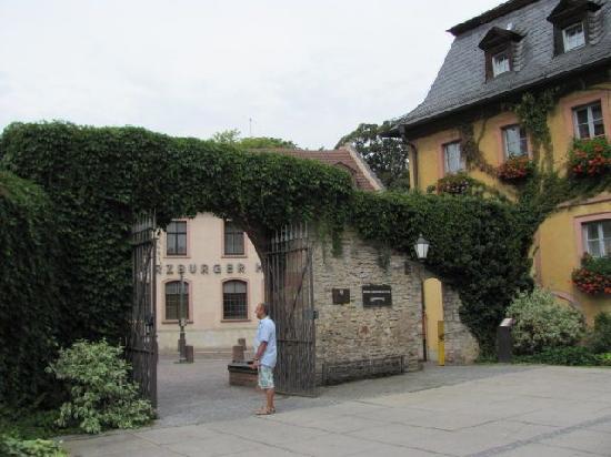 Kavaliersbau (Townhall): 8