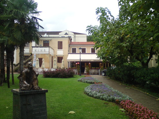 Restaurant Knezgrad : Knezgrad and Garden