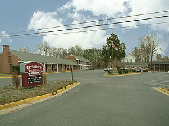 Country Hearth Inn: Hotel Exterior