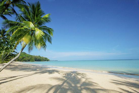 Pullman Khao Lak Katiliya Resort and Spa: Resort beach