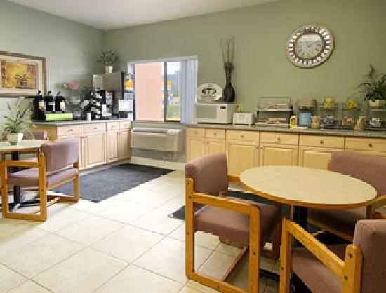 Super 8 Grants Pass: Breakfast Area