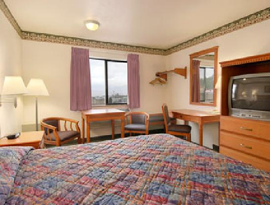 Super 8 Grants Pass: Standard King Bed Room