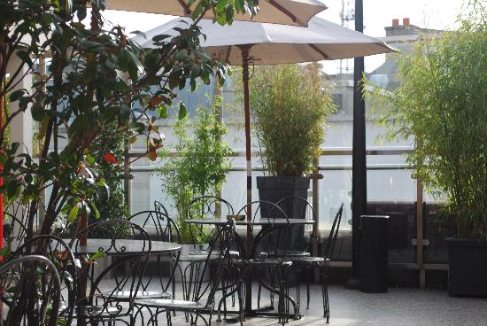 Fitzsimons Hotel: Roof Terrace Bar & Seating Area