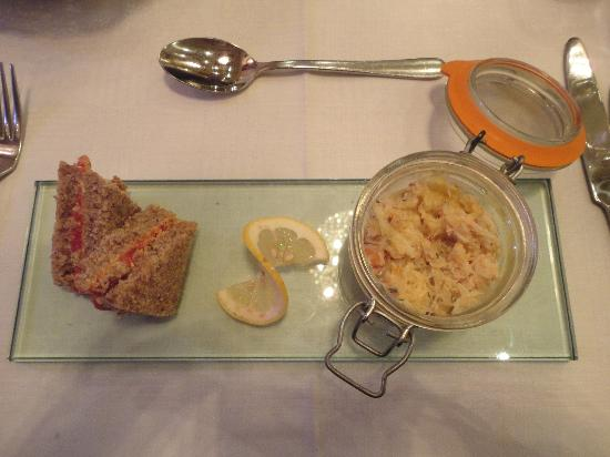 Temptations Restaurant: Potted crab
