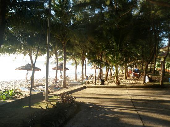 Thien Hai Son Resort: Weg zum Strand