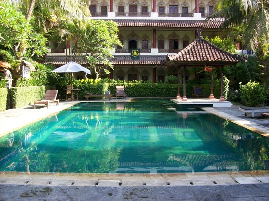 Bakung Sari Resort and Spa: Swimming Pool & room 218 balcony where towel is