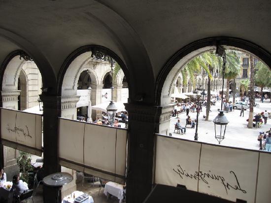 Placa Reial: ラス・キンザ・ニッツから見たレイアール広場