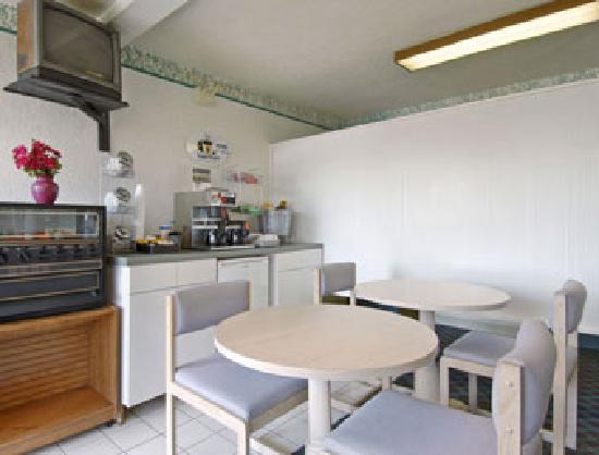 Super 8 Clearwater/US Hwy 19 N : Breakfast Area
