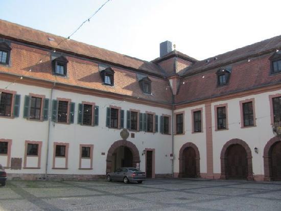 Kellereischloss (Rotes Schloß): courtyard