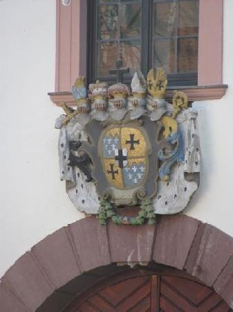 Kellereischloss (Rotes Schloß): coat of arms above the entrance from the courtyard