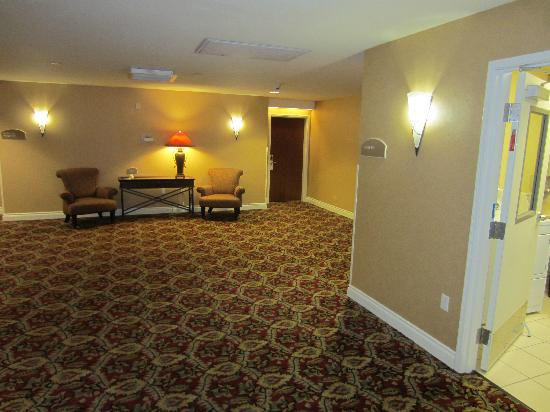 Plaza Inn & Suites at Ashland Creek: Hallway