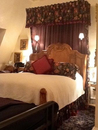 The Chanler at Cliff Walk: our bed