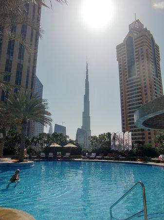 Shangri-La Hotel, Dubai: Burj Khalifa - from the hotel pool