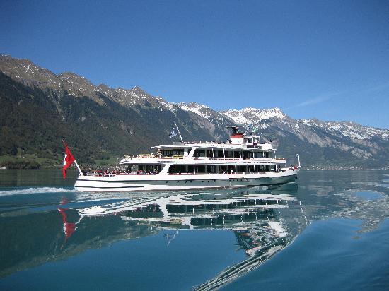 Hotel Seiler au Lac : Lake Brienz steamer - October 2011