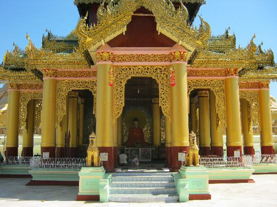 Shwemawdaw Paya: A small temple once reaching the top of the stairs