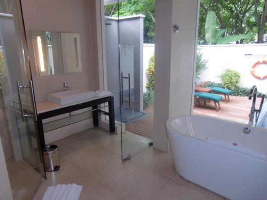 Hilton Seychelles Labriz Resort & Spa : The bathroom