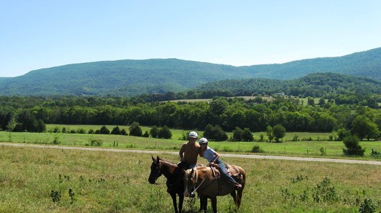 A Tennessee Dude & Guest Ranch : Does it get any prettier than this?