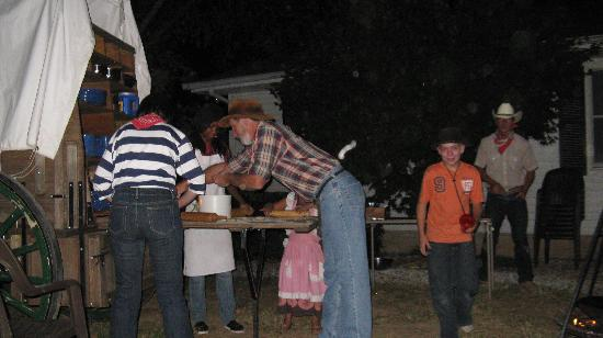 A Tennessee Dude & Guest Ranch : Cooking out
