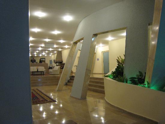 بيري تاور هوتل: lobby