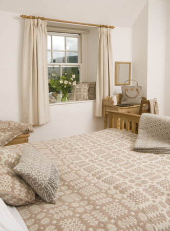 Trefriw Woollen Mills: bedspread in neutral colours